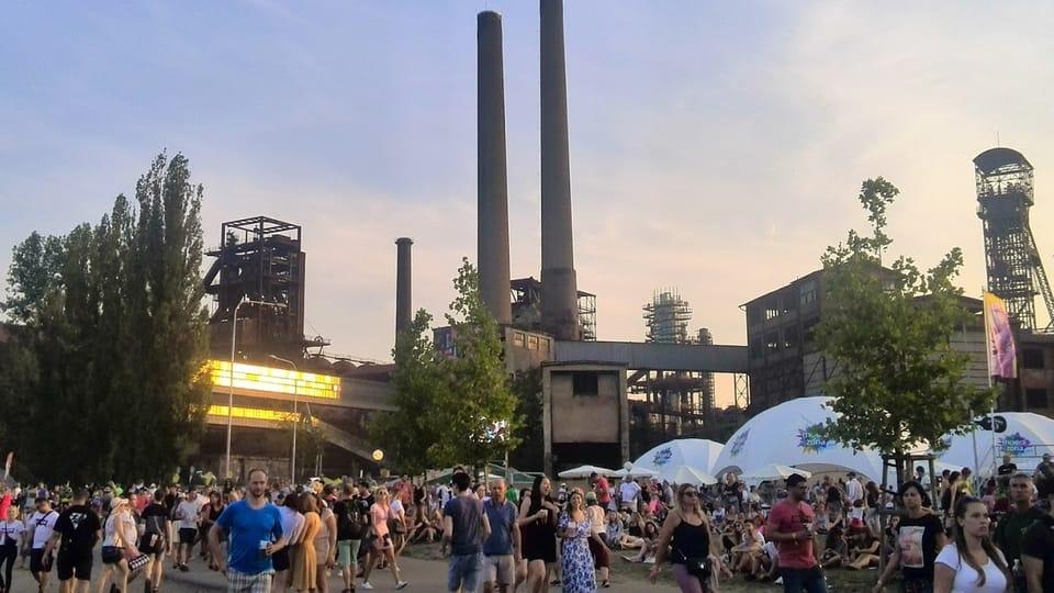 """En las instalaciones del monumento cultural nacional """"Complejo Industrial de Dolní Vítkovice"""" terminó el festival de música más importante de Chequia,  """"Colours of Ostrava"""". Foto: Libor Kukal"""