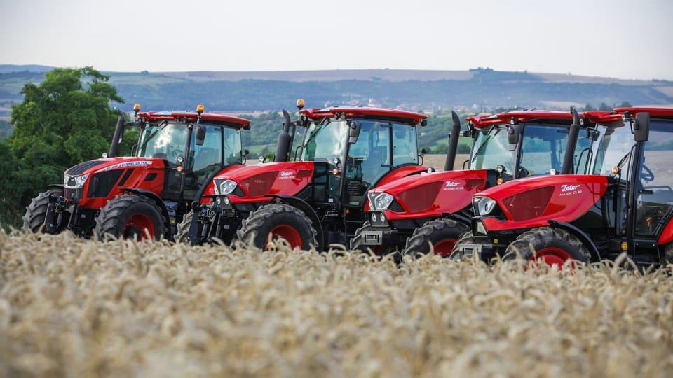 Fila de tractores Zetor,  foto: gentileza departamento de marketing y comunicación Zetor
