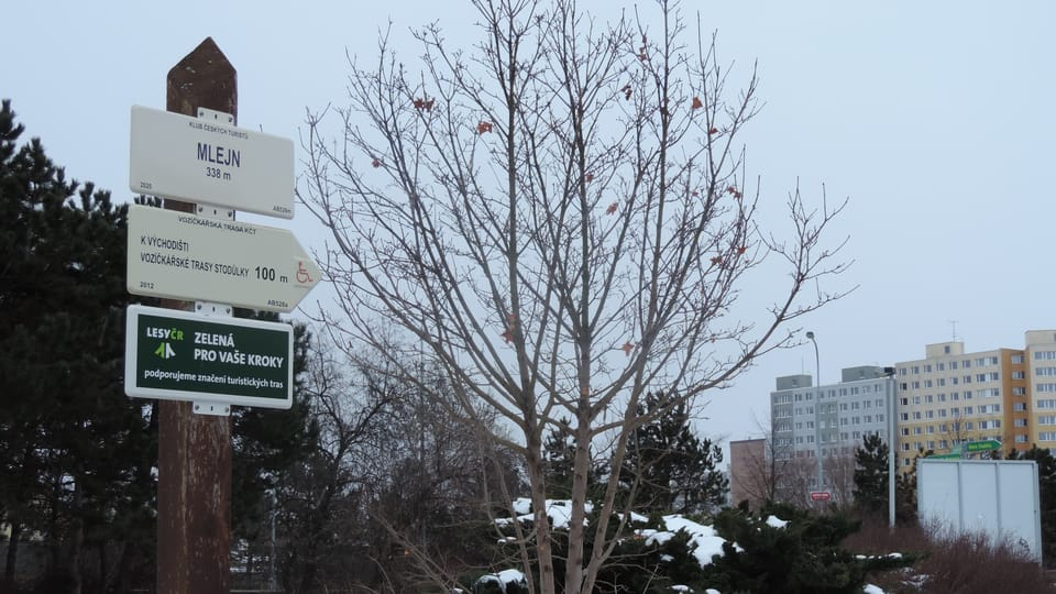 Carteles en las afueras de Praga con nieve,  foto: Juan Pablo Bertazza