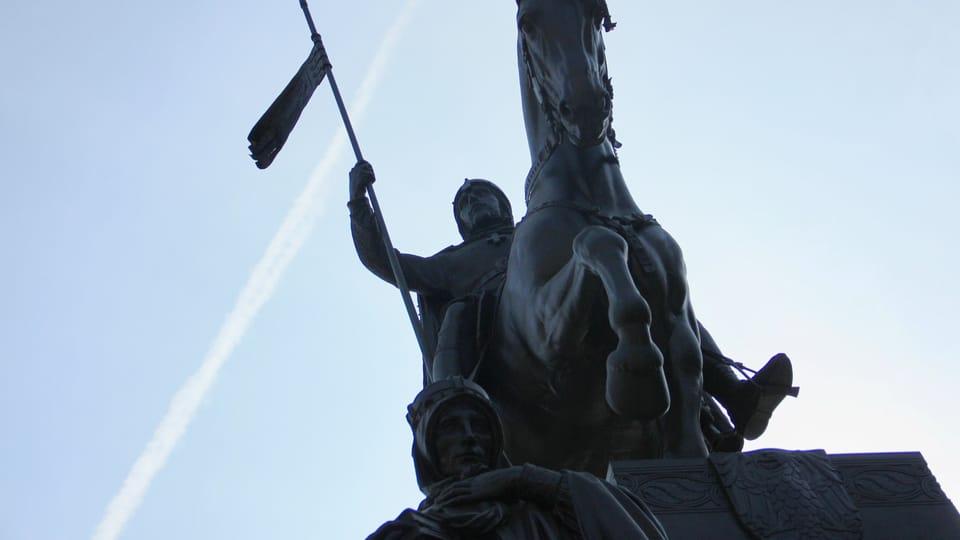Un semental de siete años del ejército llamado Ardo sirvió de modelo para realizar la estatua del caballo,  foto: Barbora Němcová