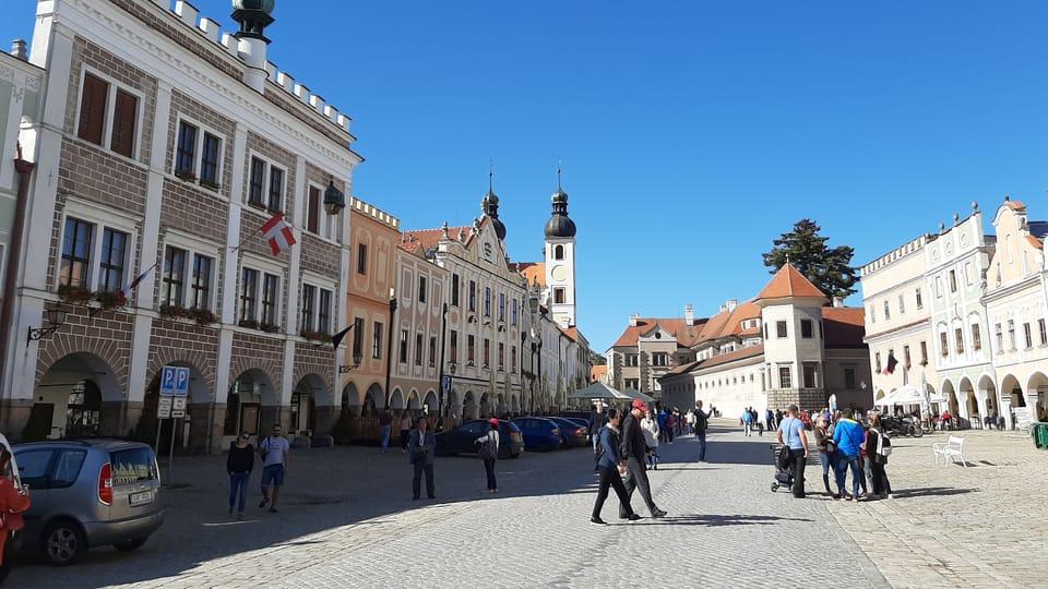 Ayuntamiento de Telč,  detrás el palacio,  foto: Lenka Žižková