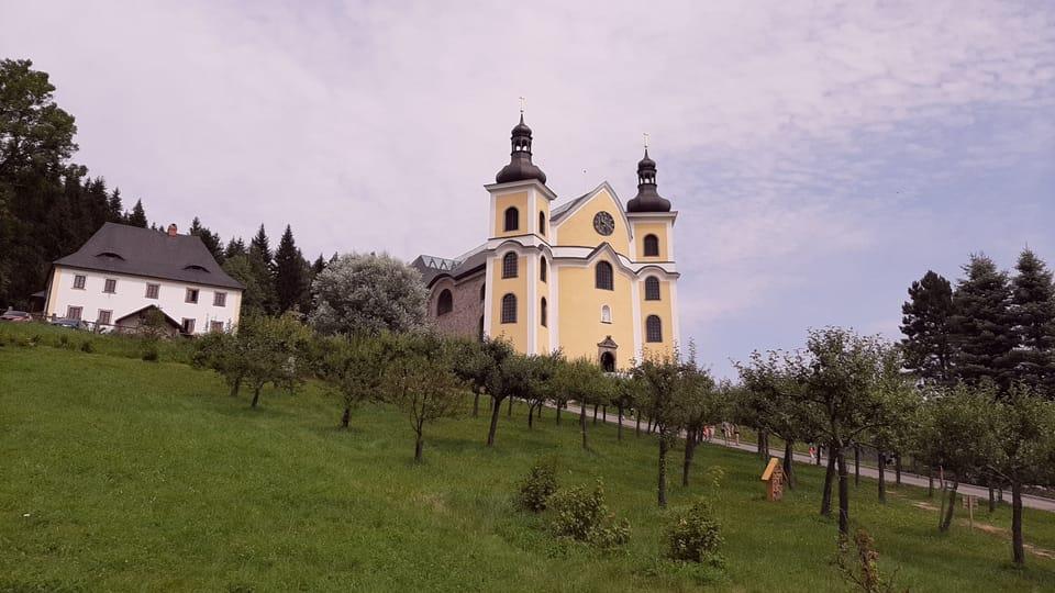Iglesia en Neratov,  foto: Lenka Žižková