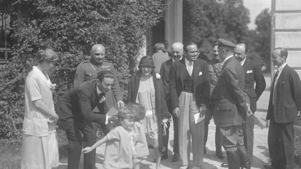 TGM con los actores Pickford y Fairbanks y sus nietos delante del Palacio de Lány,  foto: Archivo del Museo TGM en Rakovník