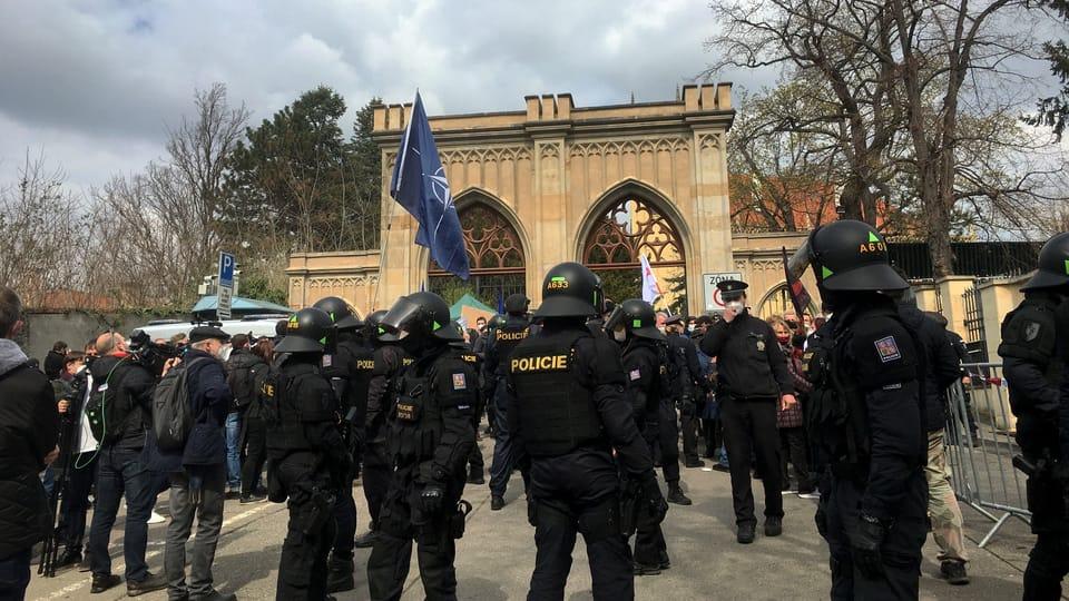 La causa de Vrbětice,  la manifestación frente a la embajada rusa | Foto: Kateřina Ayzpurvit,  Radio Prague International