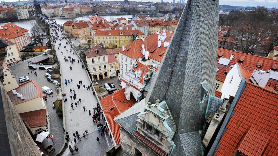 La torre de Judith es una de las dos torres situadas en el lado del puente de Carlos que acaba en el barrio de Malá Strana. Foto: Michaela Danelová,  ČRo