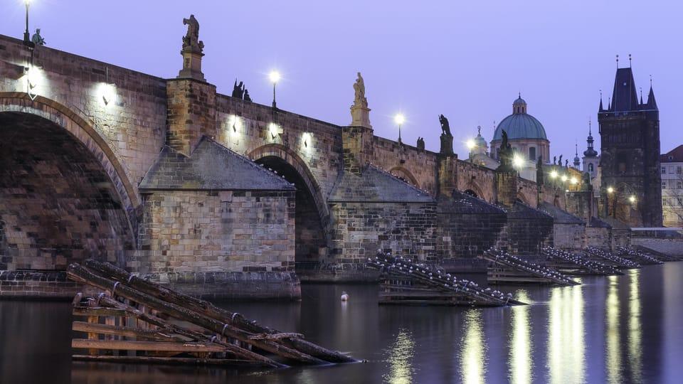 Puente de Carlos por la noche,  foto: Karel Macalik,  Flickr,  CC BY 2.0