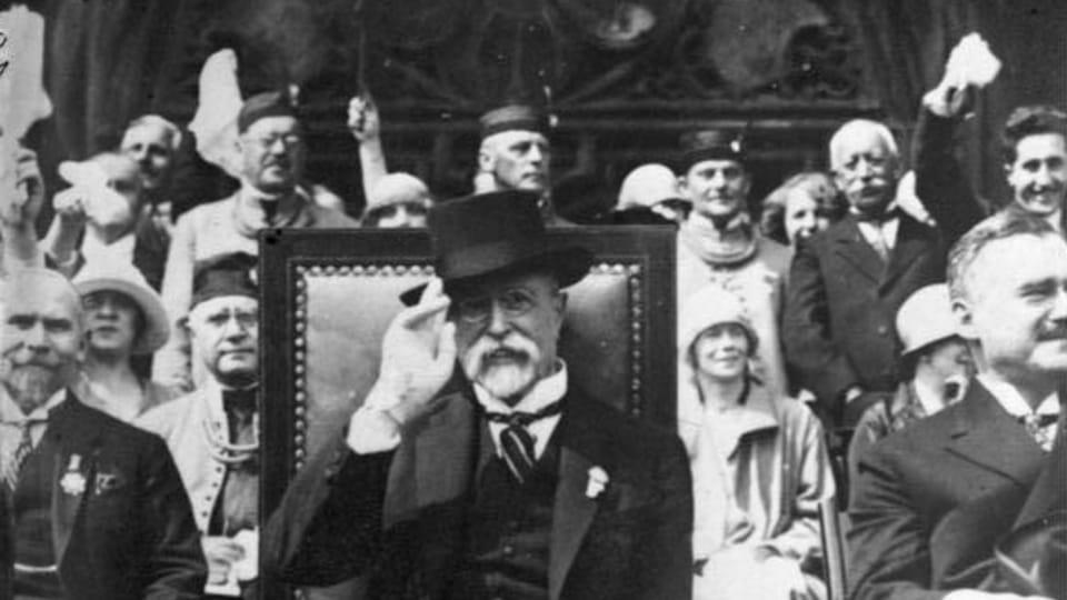 Tomáš Garrigue Masaryk siguiendo una reunión de la organización deportiva Sokol,  foto: Bundesarchiv,  Bild 102-13623 / CC-BY-SA 3.0