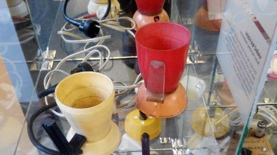 Hervidores de agua hechos con unos vasos de plástico,  foto: Dominika Bernáthová