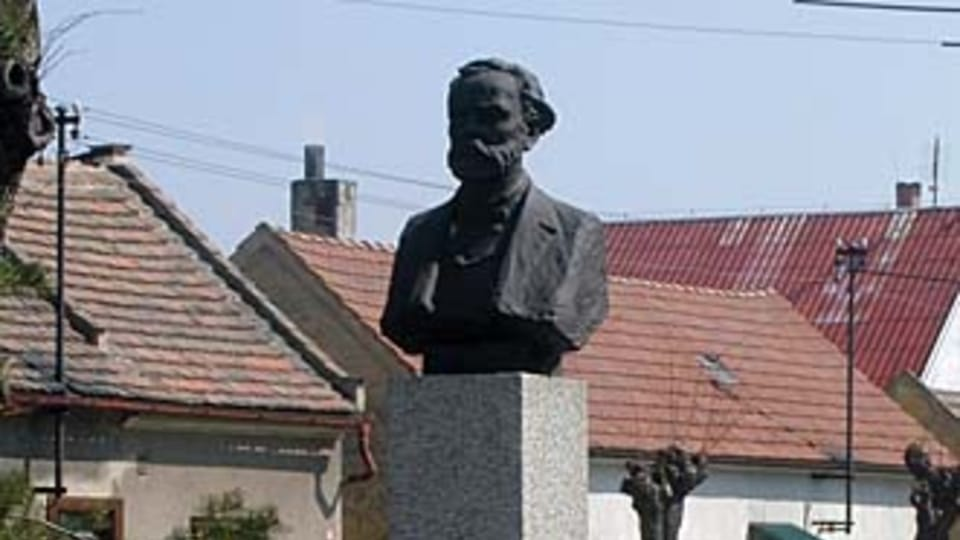Monumento de Antonín Dvořák en Zlonice   Foto: Martina Schneibergová,  Radio Prague International