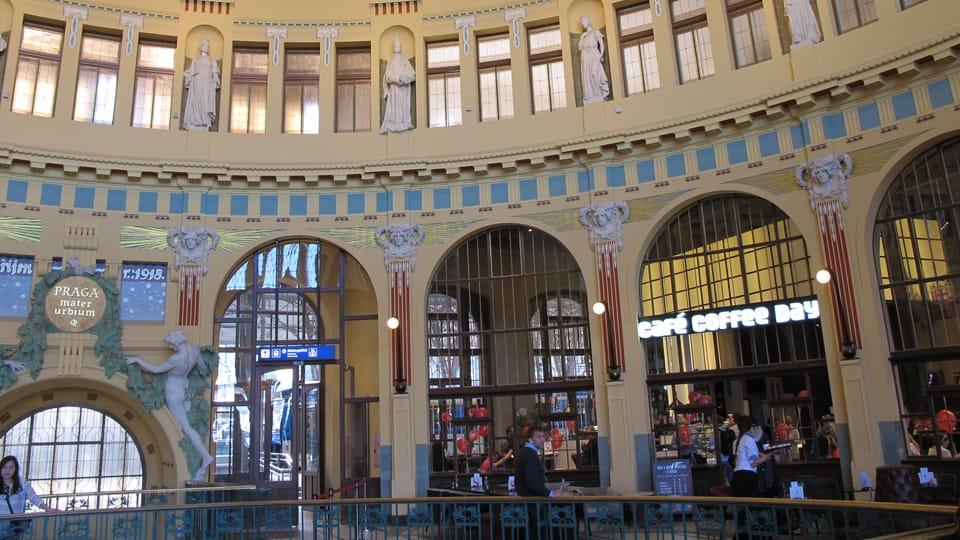 La cafetería de Fanta,  en el edificio histórico de la Estación Central de Praga,  foto: Anton Kаjmakov