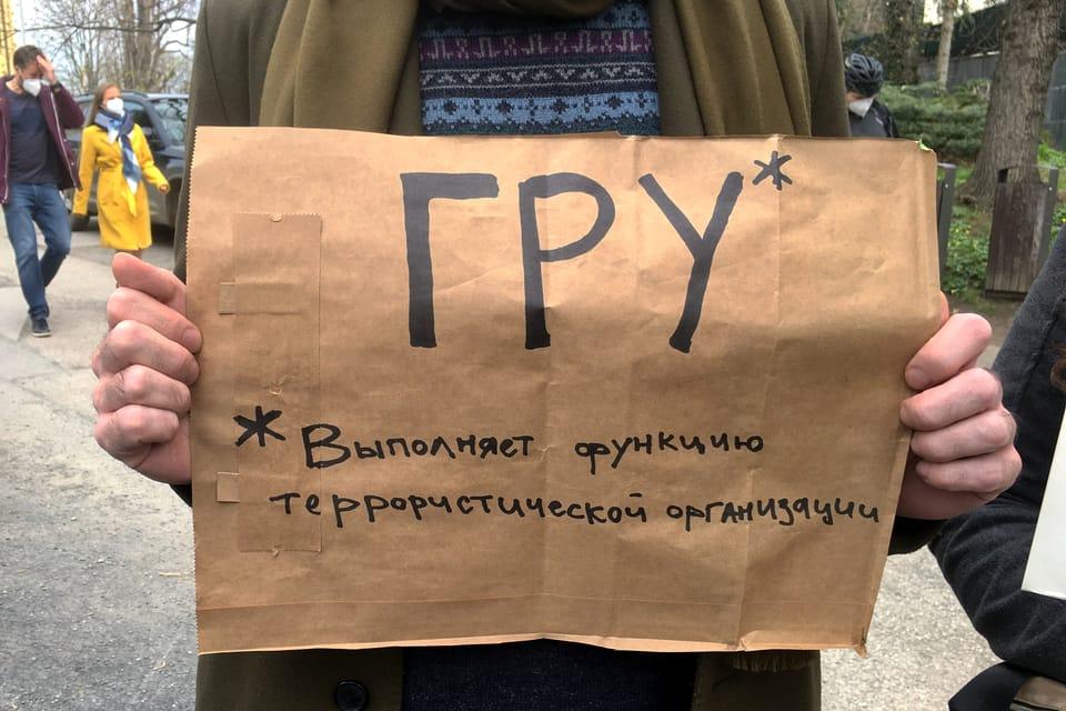 La causa de Vrbětice,  la manifestación frente a la embajada rusa   Foto: Kateřina Ayzpurvit,  Radio Prague International