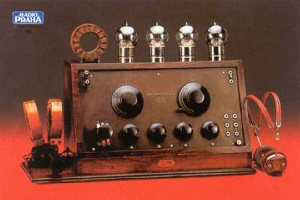Receptor de cuatro válvulas,  alimentado por baterías,  de la firma Zenit