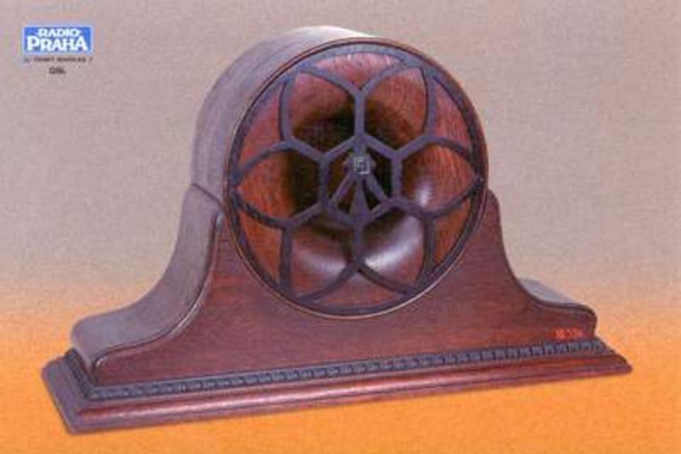 Altavoz electromagnético en caja de madera