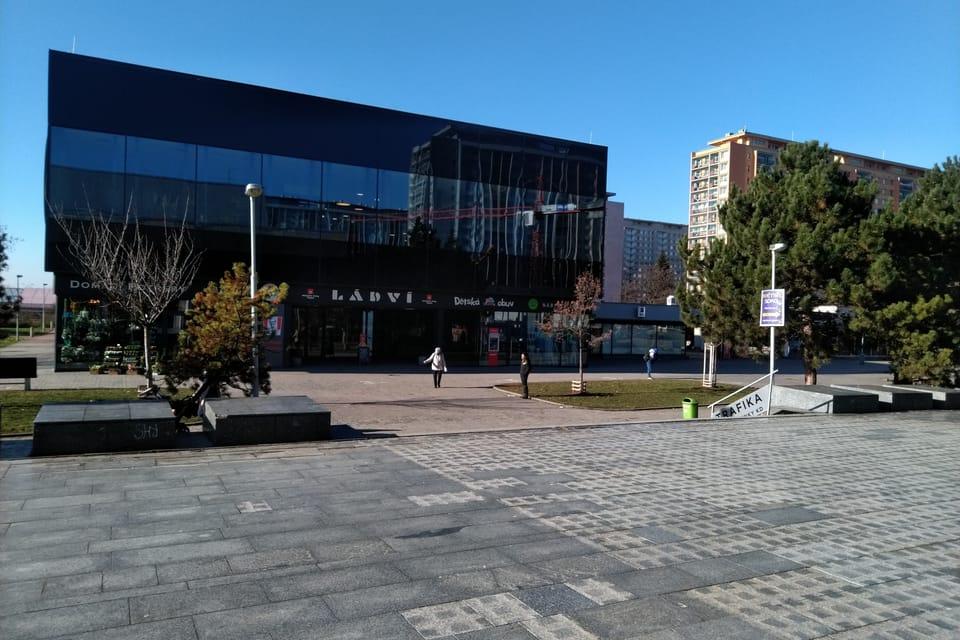 Centro comercial en la plaza principal,  foto: Dominika Bernáthová