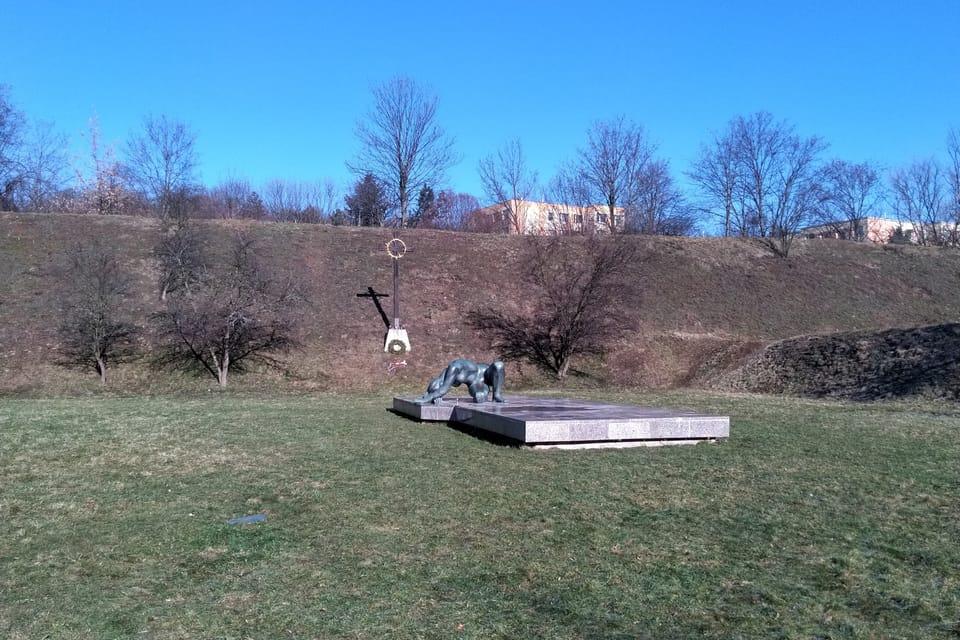 El monumento a las víctimas en el campo de tiro de Kobylisy,  foto: Dominika Bernáthová
