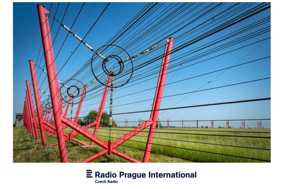 El mástil de emisiones de Liblice está rodeado por alambres conductores,  foto: Andrea Filičková