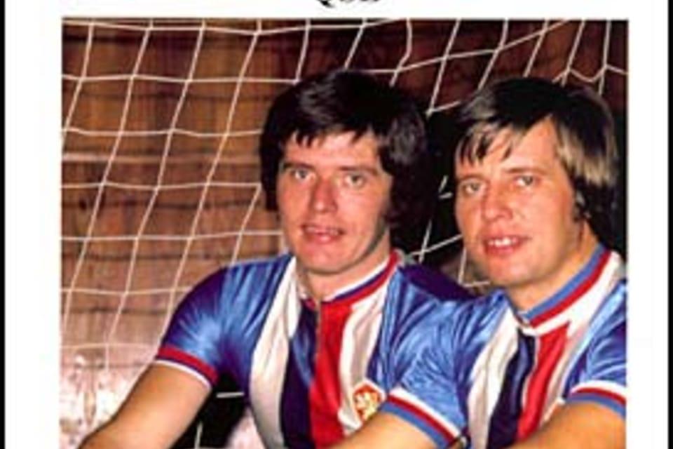 Jan  (1945) y Jindřich  (1942) Pospíšil. Legendarios hermanos que en veinte oportunidades fueron campeones del mundo en ciclobol. Foto: ČTK