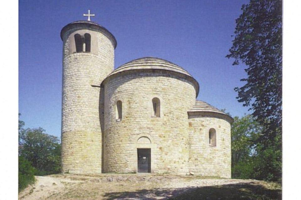 Tarjeta QSL 2016,  Rotunda de San Jorge y San Adalberto,  monte Říp,  foto:  CzechTourism,  Lubomír Stiburek