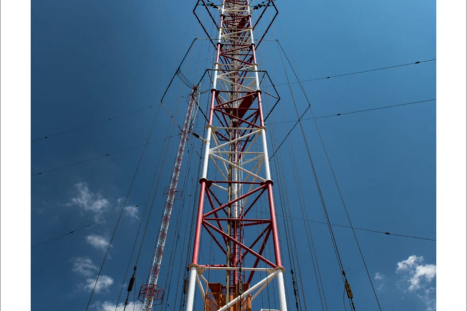 La antena de Liblice,  con 335 metros,  es la construcción más alta de Chequia,  foto: Andrea Filičková